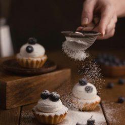 cupcake, sieve, sugar-5978060.jpg